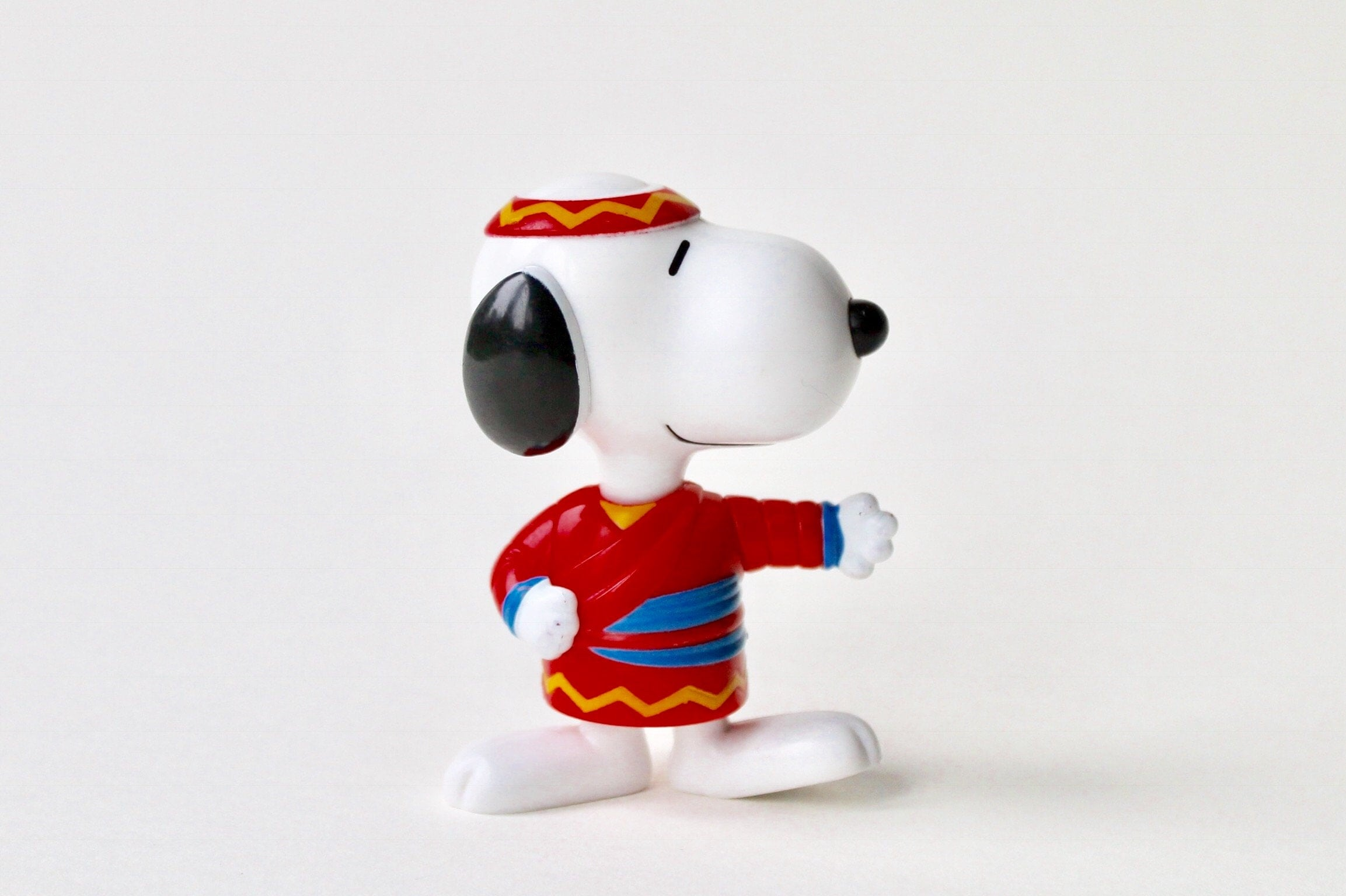 Vintage McDonalds Snoopy Taiwan 1999 toy. McDonalds Snoopy World tour Taiwan. 1999 McDonalds Happy Meal Snoopy headband Taiwan Kung Fu toy.