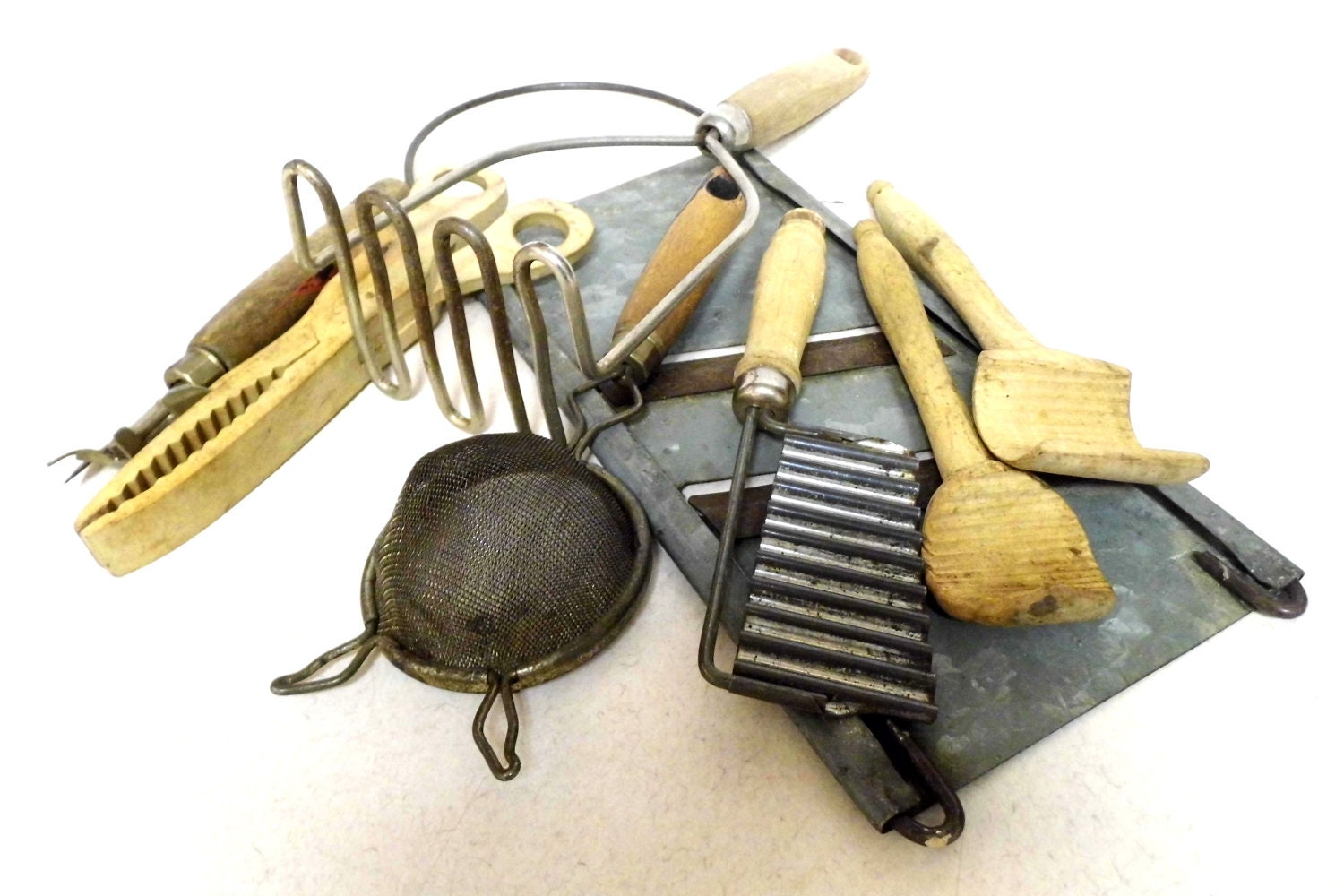 Vintage Kitchen Utensils, Primitive Kitchen, Rustic Kitchen, Country ...