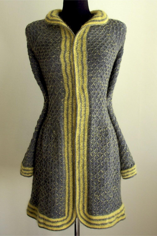 Пальто для девочки вязаное крючком
