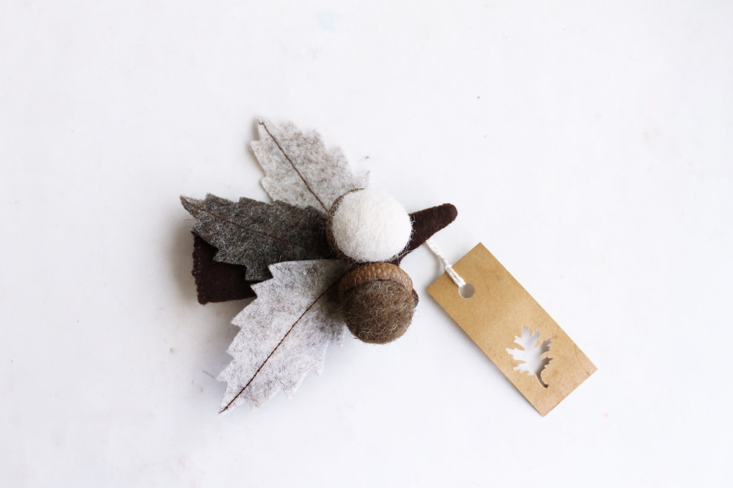 Autumn brooch, leaves with acorns in brown tones, branch oak. - Intres