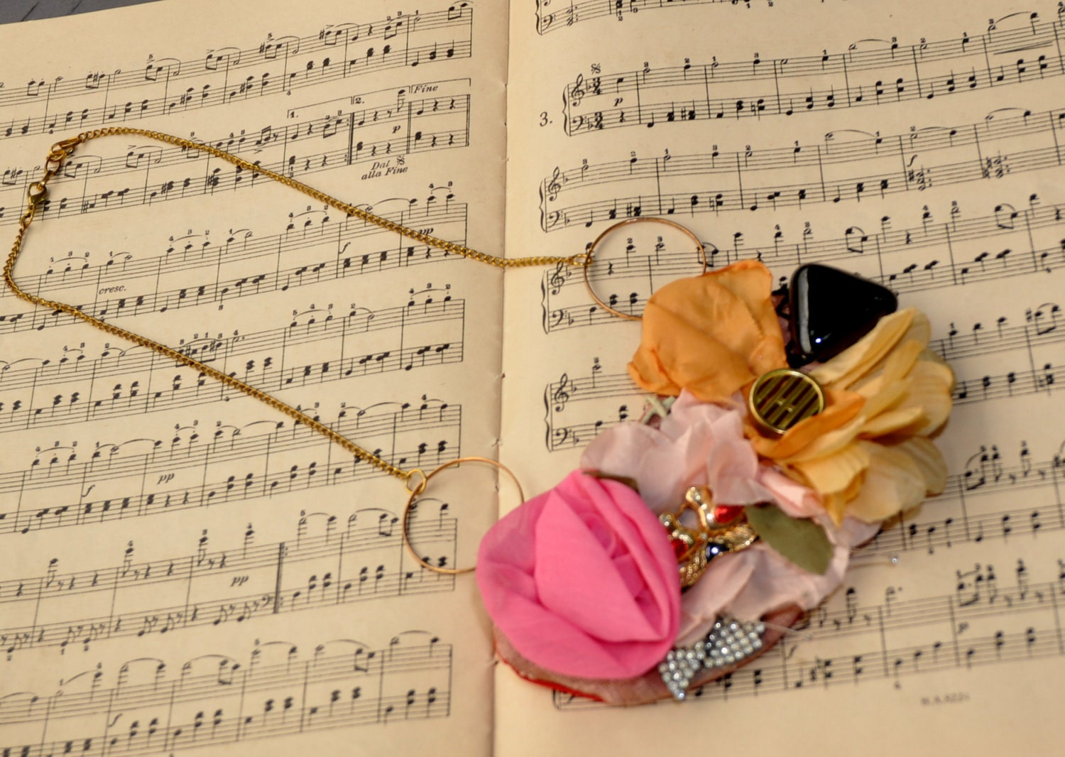 Colorful Necklace of handmade Flowers - LaMaurer