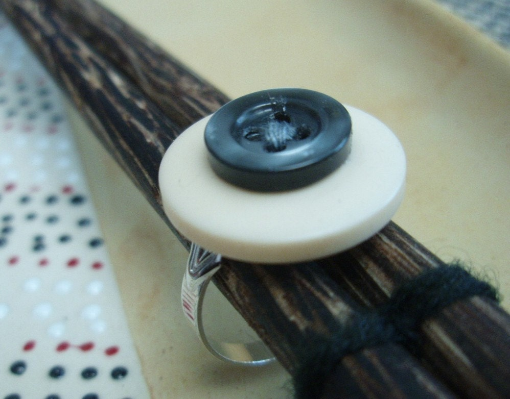 Oh Button Up - Button Ring - Adjustable Size