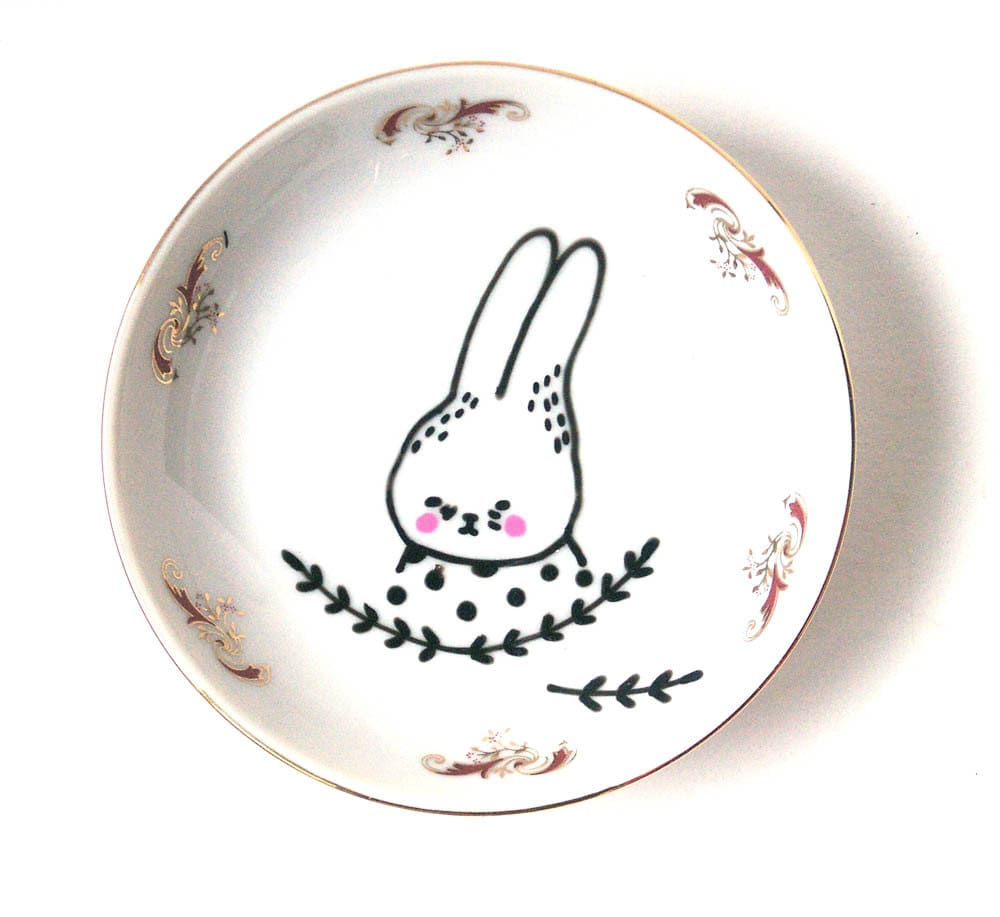 hand painted plate small -bunny with polka dots - prettylittlethieves