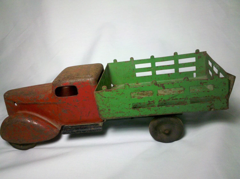 "Vintage Wyandotte Metal Stake Truck 1930""s"