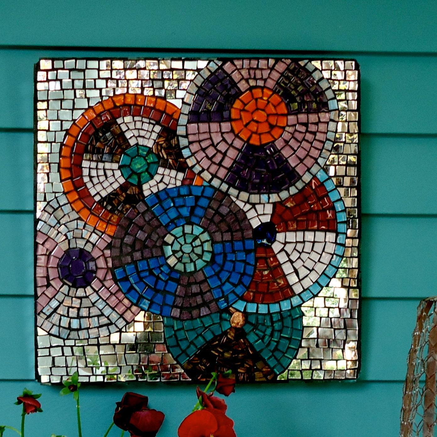 Circular ceramic tiles
