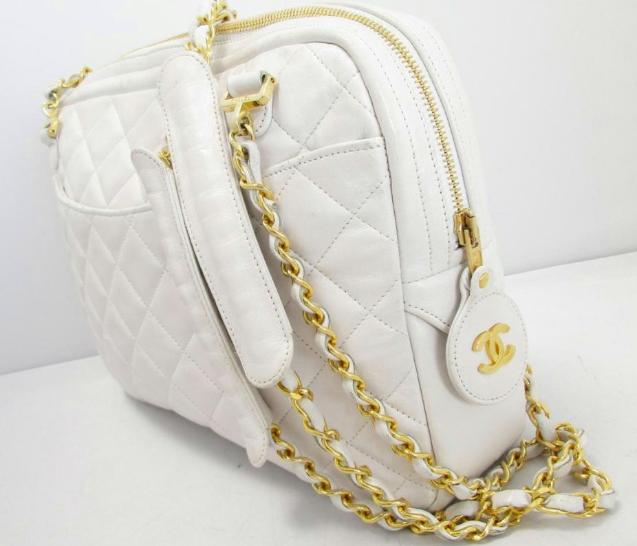 CHANEL HaNDBAG ViNTAGE CaMERA CaSE GoLD CHaINS SHoULDER STRaP COCO WHiTE QUiLTED ToTE CLaSSIC DReSS PuRSE LeATHER 2 PoCKET CRoSSBODY LuGGAGE