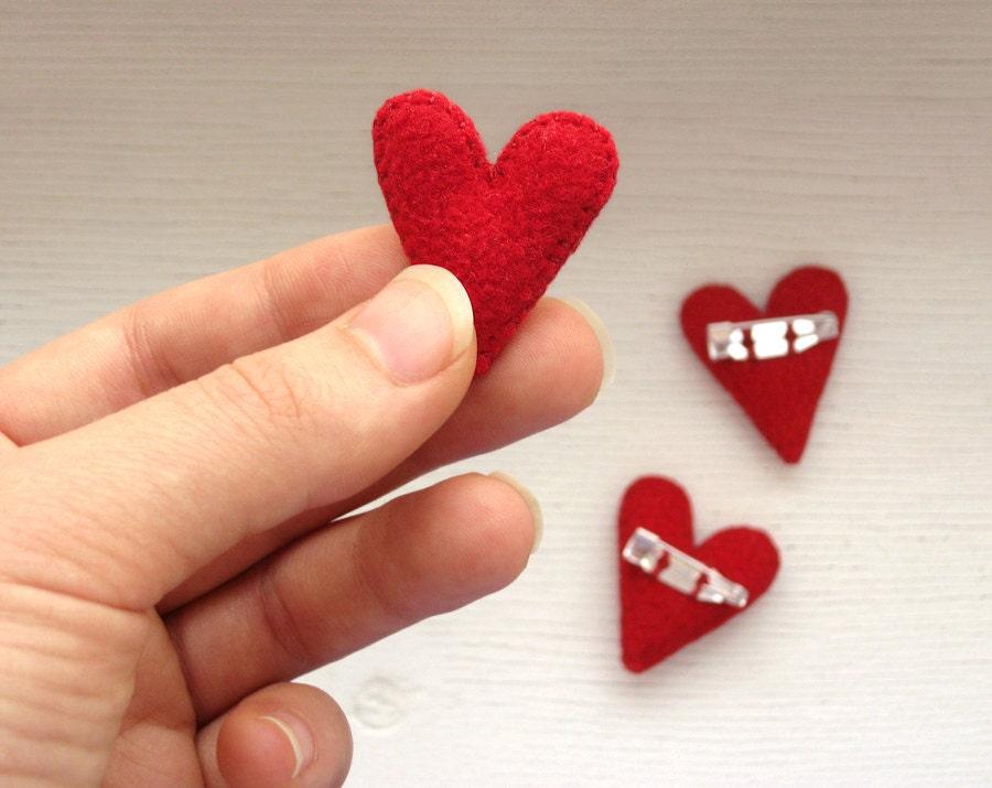 Presentes do Valentim para amigos / Conjunto de 5 corações vermelhos / Plush broches / Amor presente para ela
