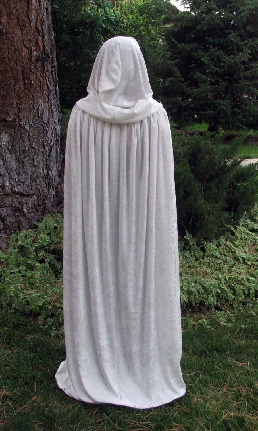 Winter witch Snow queen White crushed velvet cloak MADE TO ORDER - Ryhashd
