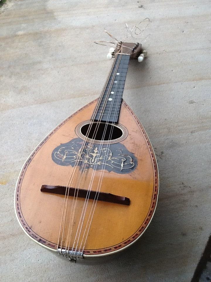 Mandolin - bunyasatmilton