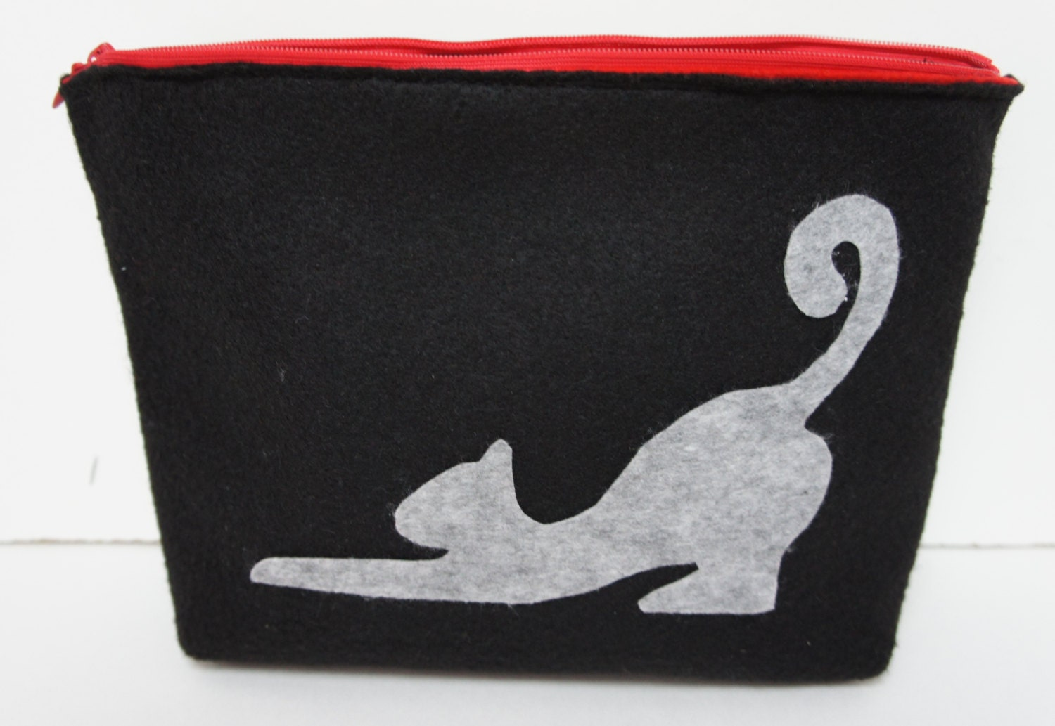 Felt Cosmetic Bag With Cat, Make Up Pouch, Clutch, Pencil Case, Zipper Purse, Travel Bag) - FeltMkr