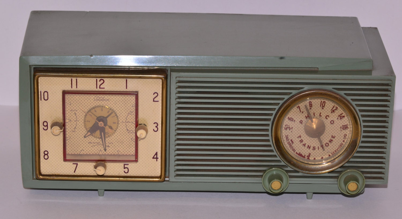 Vintage Art Deco Mint Green Bakelite Philco Clock Radio - Pureandsimplevintage