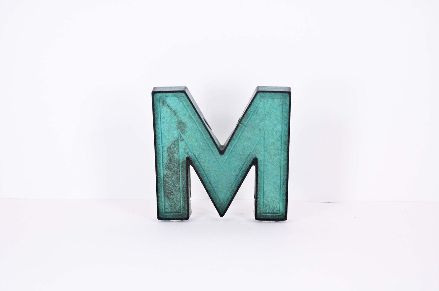 Marquee Letter - M in green - snu2vintage