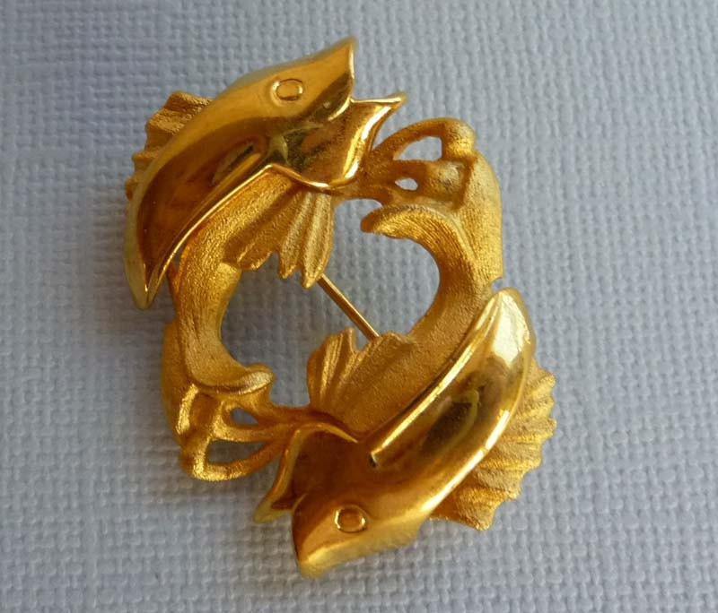 Vintage trout fish hat pin brooch in goldtone by for Fishing hat pins