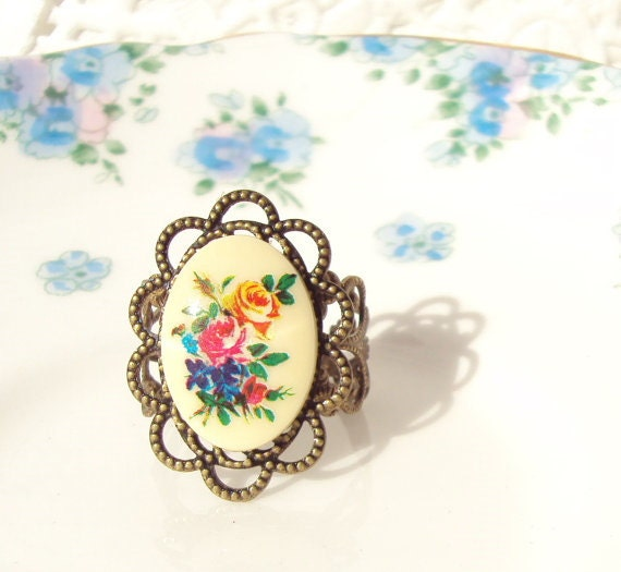Splendor In The Grass - Vintage Inspired Floral Ring
