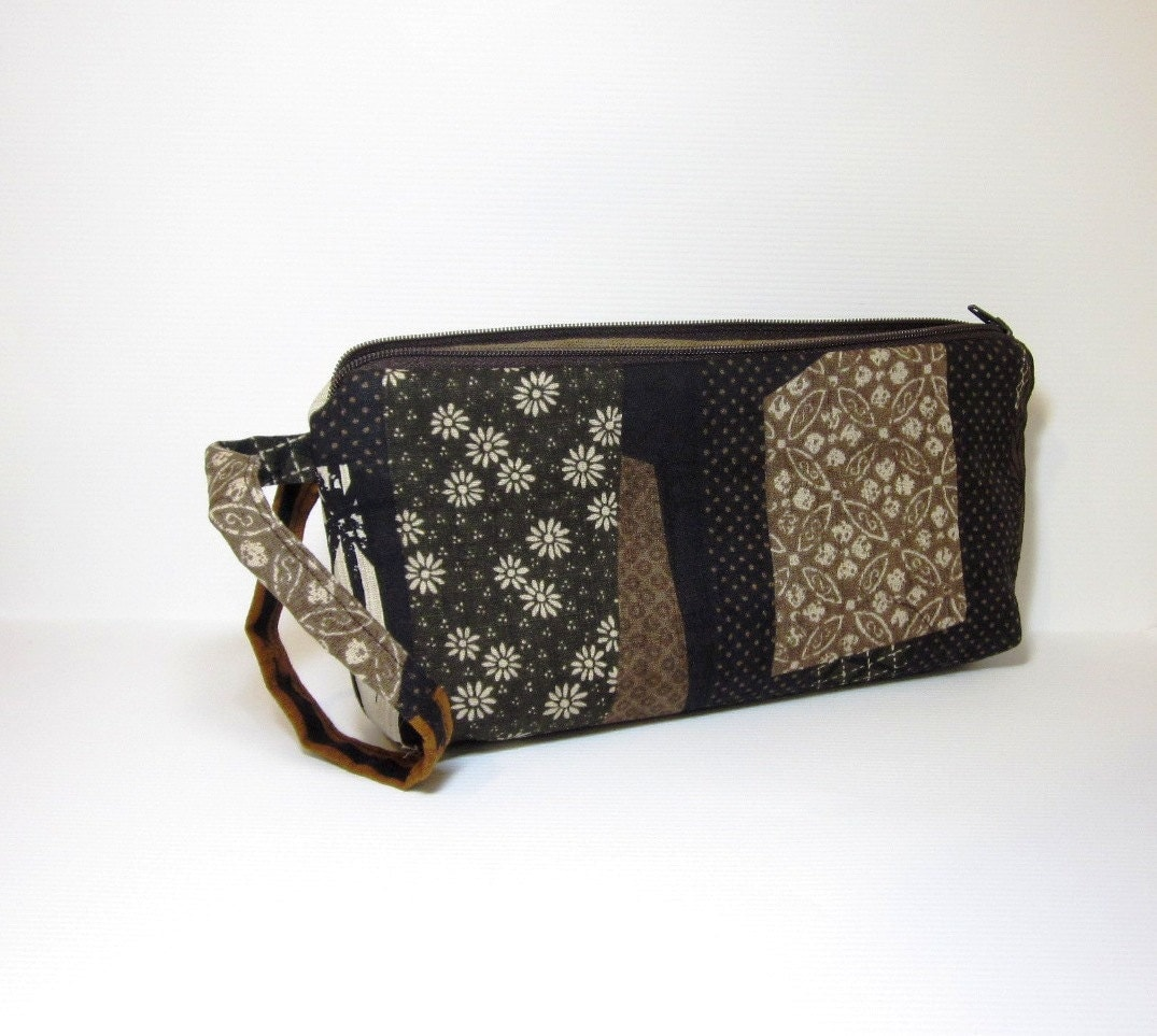 Zipper Wristlet Purse Japanese Patchwork Pattern in Browns - handjstarcreations