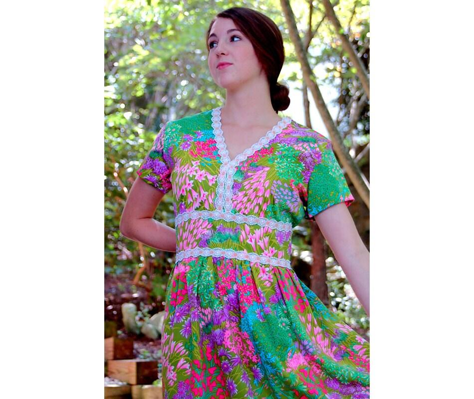 1970s maxi dress, flowered maxi dress, long dress, green pink yellow, eyelet lace, empire waist, Size L