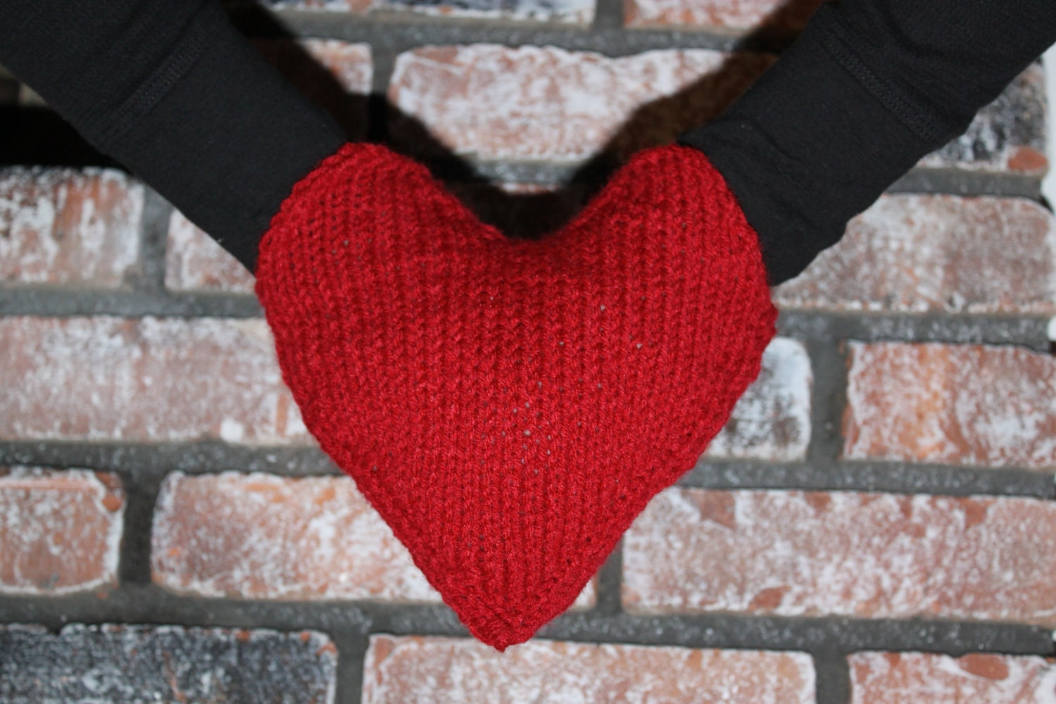 Knitting Pattern For Hand Holding Mittens : Smitten- Hand holding mitten (my own patter, now on raverly) - KNITTING