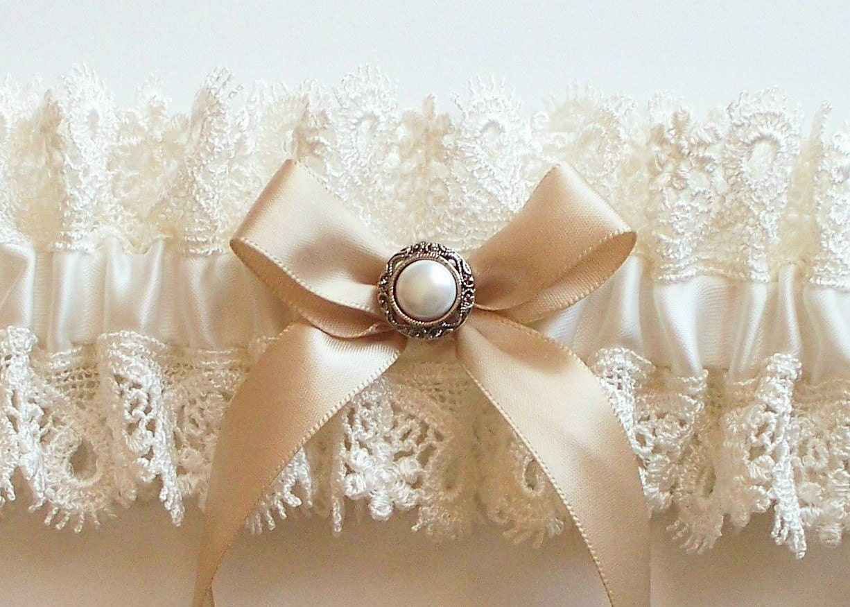 AMY Ivory Lace Garter with