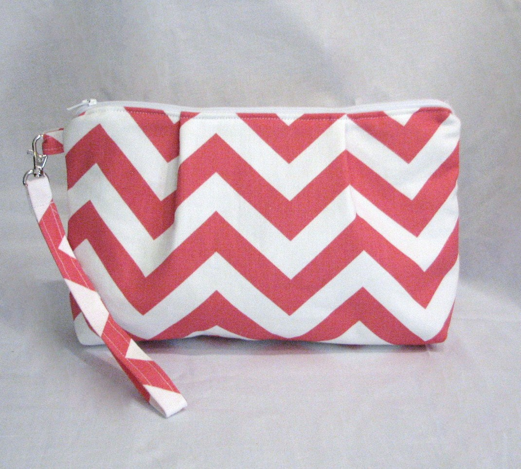the Pleated Wristlet Clutch . Large  . in Chevron ZigZag Coral and White . detachable wrist strap . READY To SHIP . bridesmaid gift