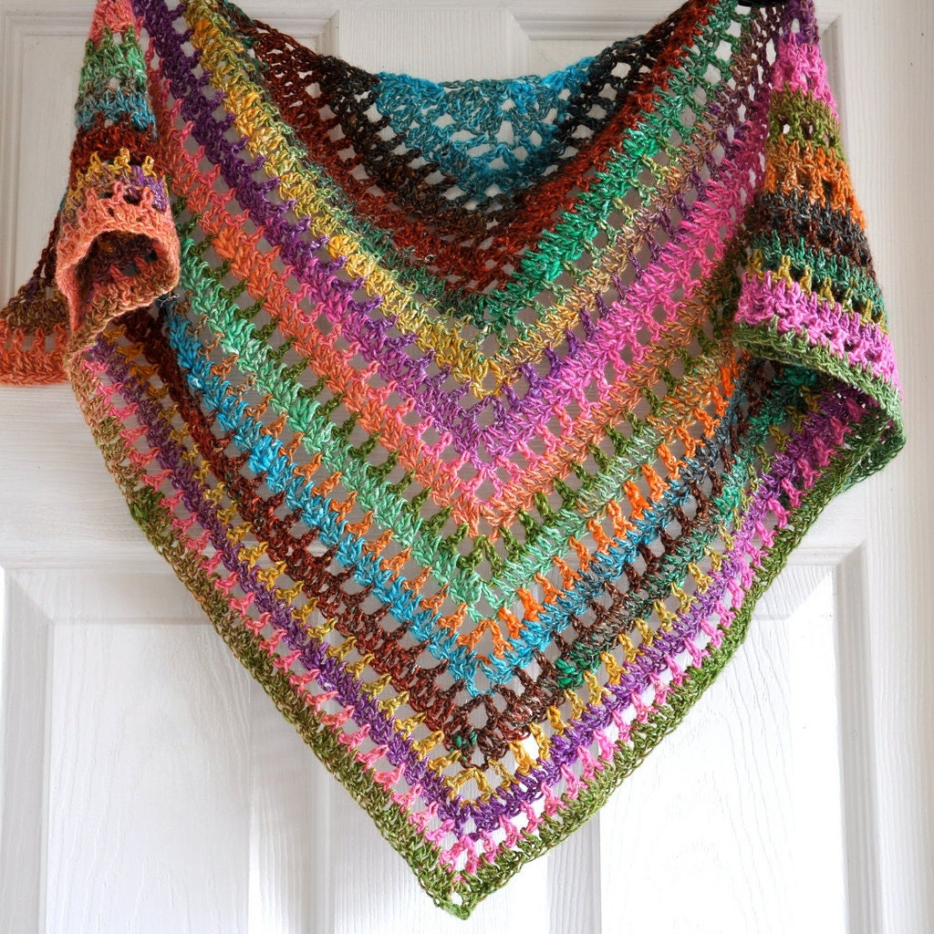 Crochet Patterns Etsy : Triangular Crochet Shawl In Gypsy Style by IzabelaMotyl on Etsy