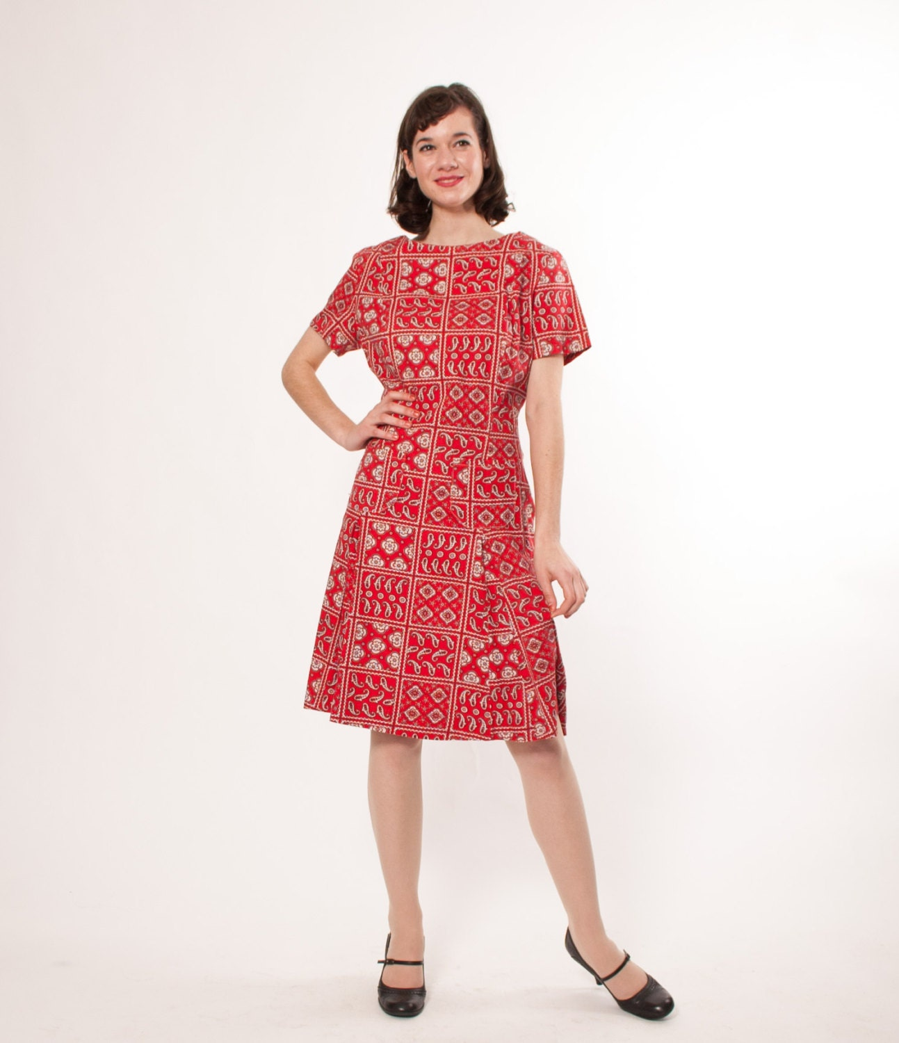 1960s Dress - 60s Shift Dress - Red & White Paisley - concettascloset