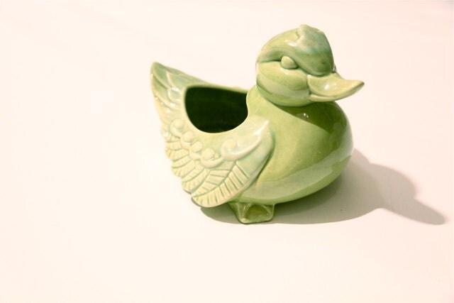 Vintage mossy green porcelaine duck planter - kellyemeraldhart
