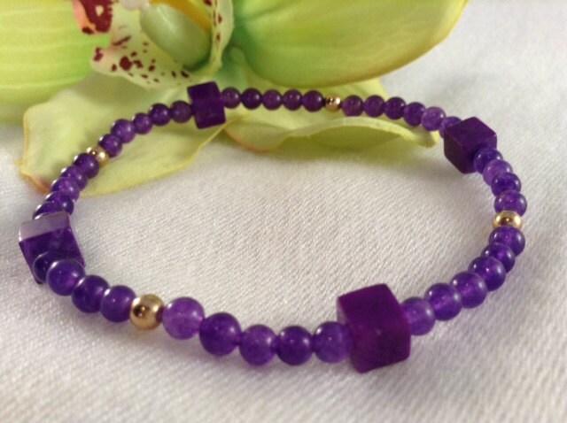 Violet - Purple Amethyst stretch bracelet, delicate look.  FREE SHIPPING - SundariJewelry
