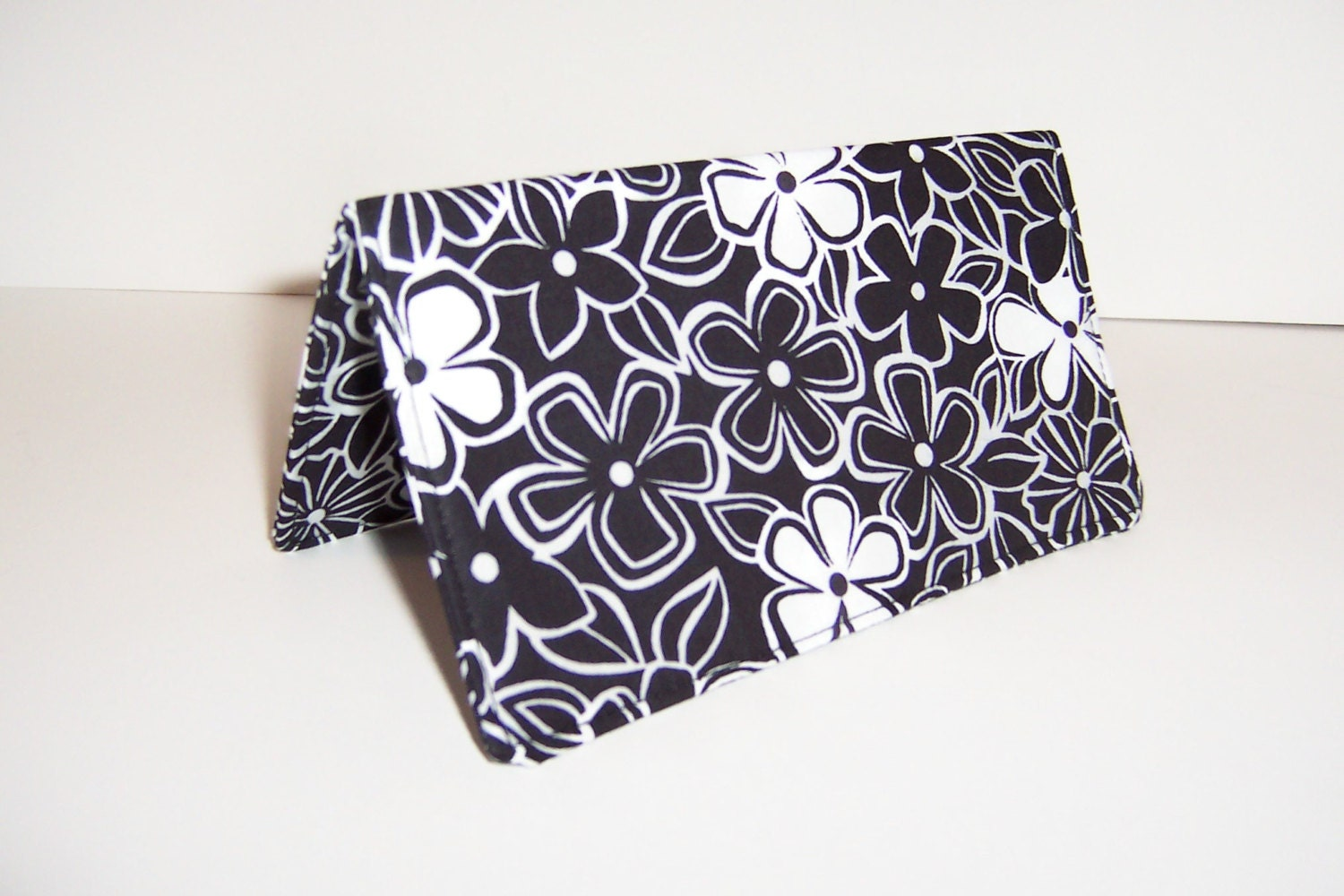 Checkbook Cover Black / White Flowers / Washable - darlingsdesigns