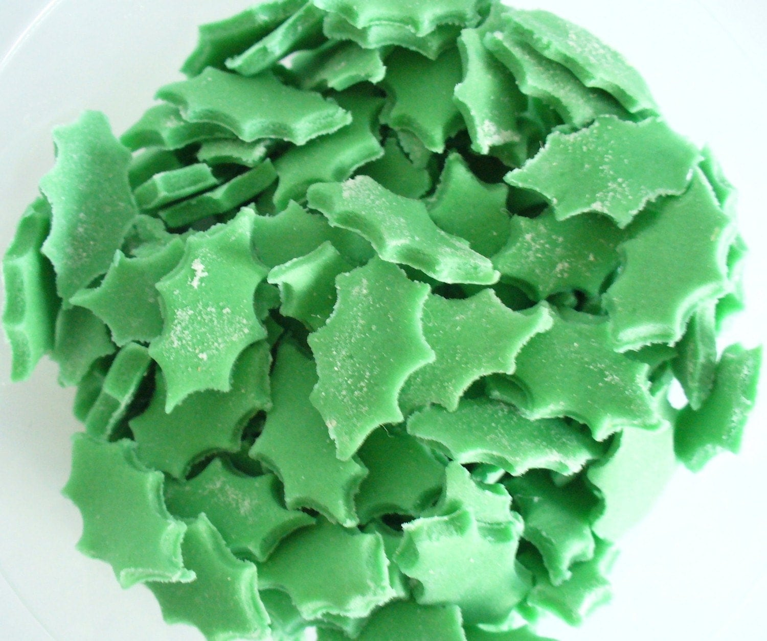 Edible Cake Decorations Holly Leaves : Items similar to Holly Leaves - edible cake decorations ...