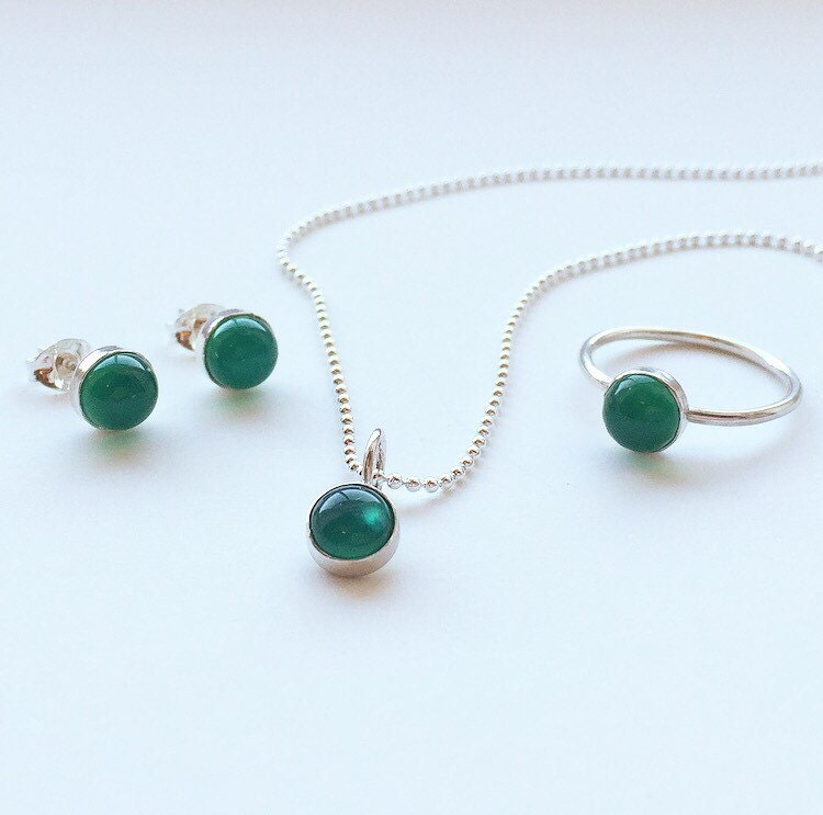 GREEN AGATE SET   Sterling Silver Emerald Green Ring Stud Earrings and Pendant with Chain