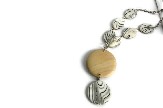 Chunky necklace in beige, black and white lake shells and wood beads. Perfect summer fashion.. Wood necklace. - VeniciaCreations