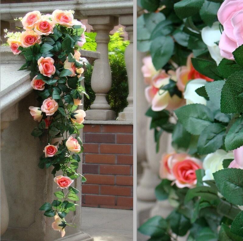 Искусственные цветы в саду