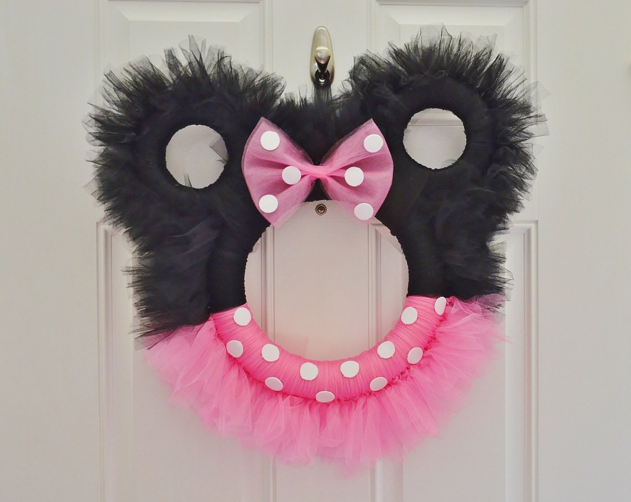 Items similar to Minnie Mouse Tulle Wreath on Etsy