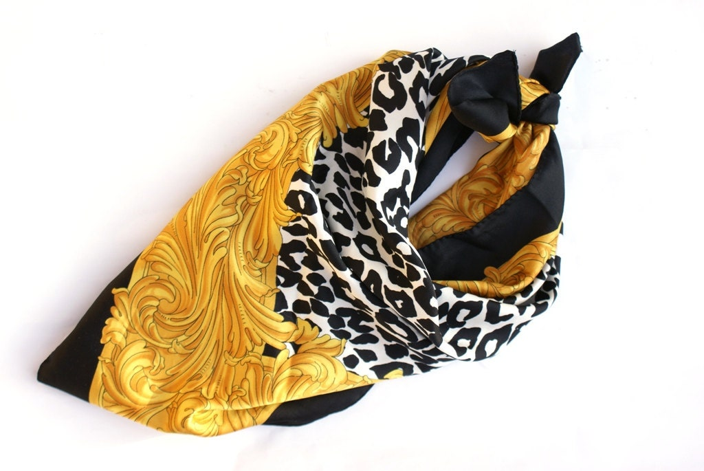 Unique Leopard printed scarf Yellow Gold and black colour Made in Italy - ModLoveVintageshop