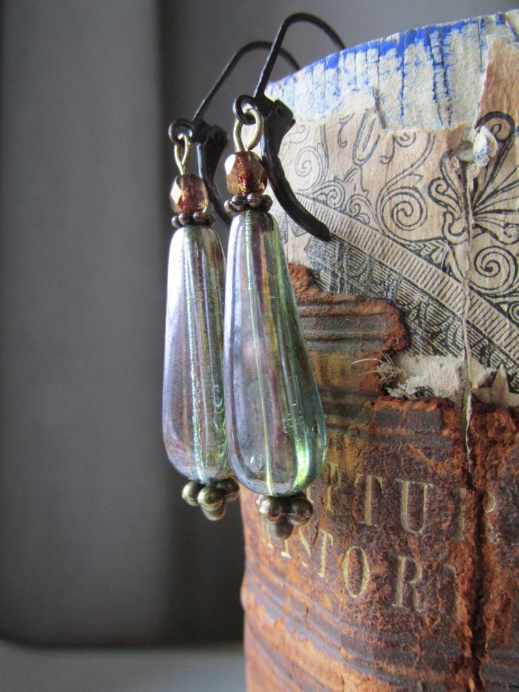 Green Luster Teardrop Earring - Vintage Inspiration - Long Drop - 3pearls