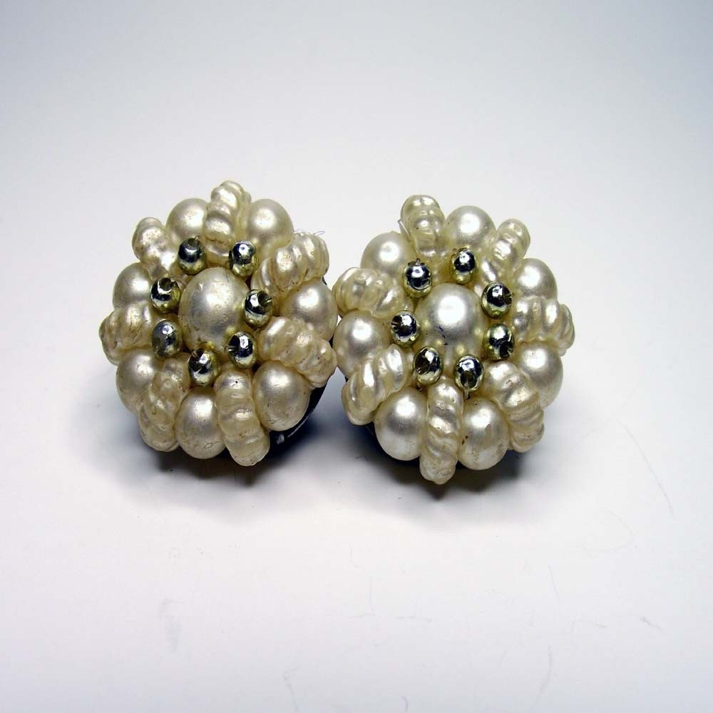 Vintage Lucite Pearl Clip On Earrings