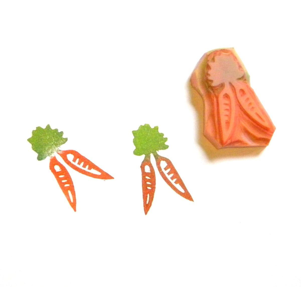 Small carrots rubber stamp hand carved by greengardenstamps
