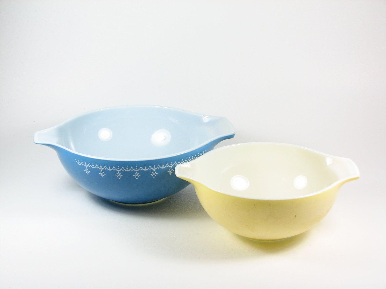 Vintage Pyrex Mixing Bowls 4 Qt u0026 2.5 Qt by BridgewoodPlace