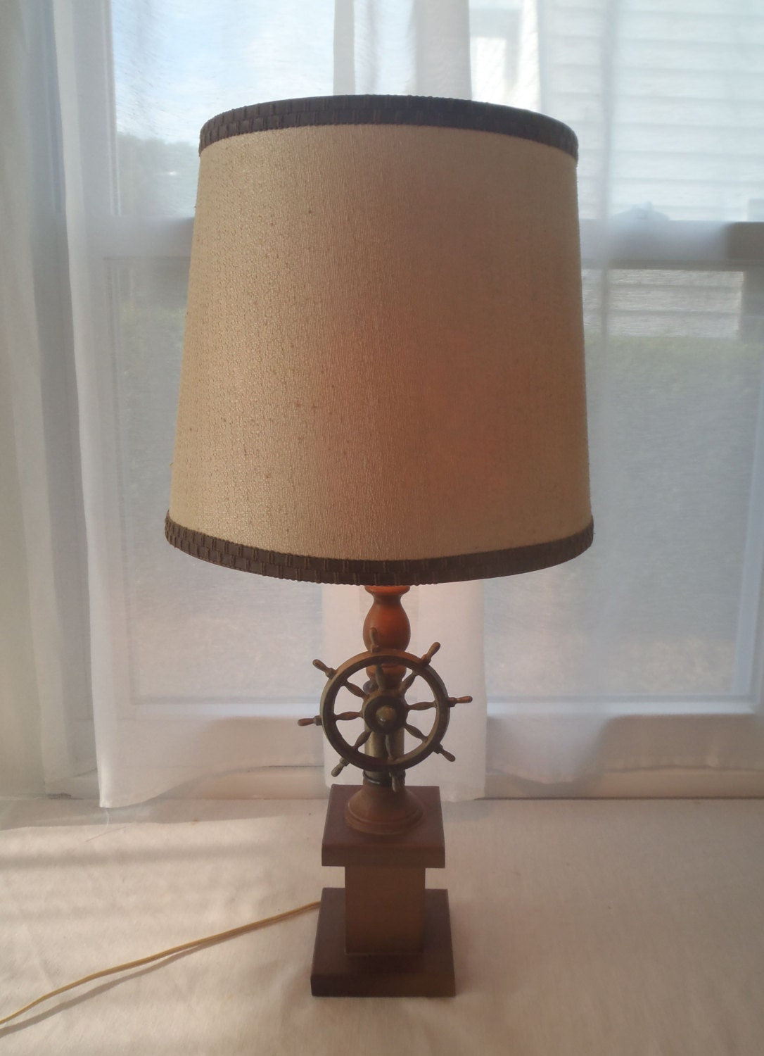 nautical ship 39 s wheel table lamp with shade wood copper brass. Black Bedroom Furniture Sets. Home Design Ideas