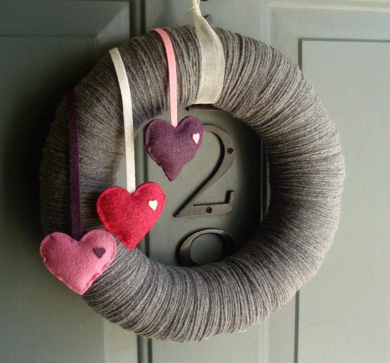 Yarn Wreath Felt Handmade Door Decoration - Falling Hearts 12in