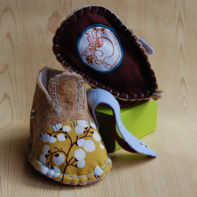 Рука прошитой войлок детская обувь