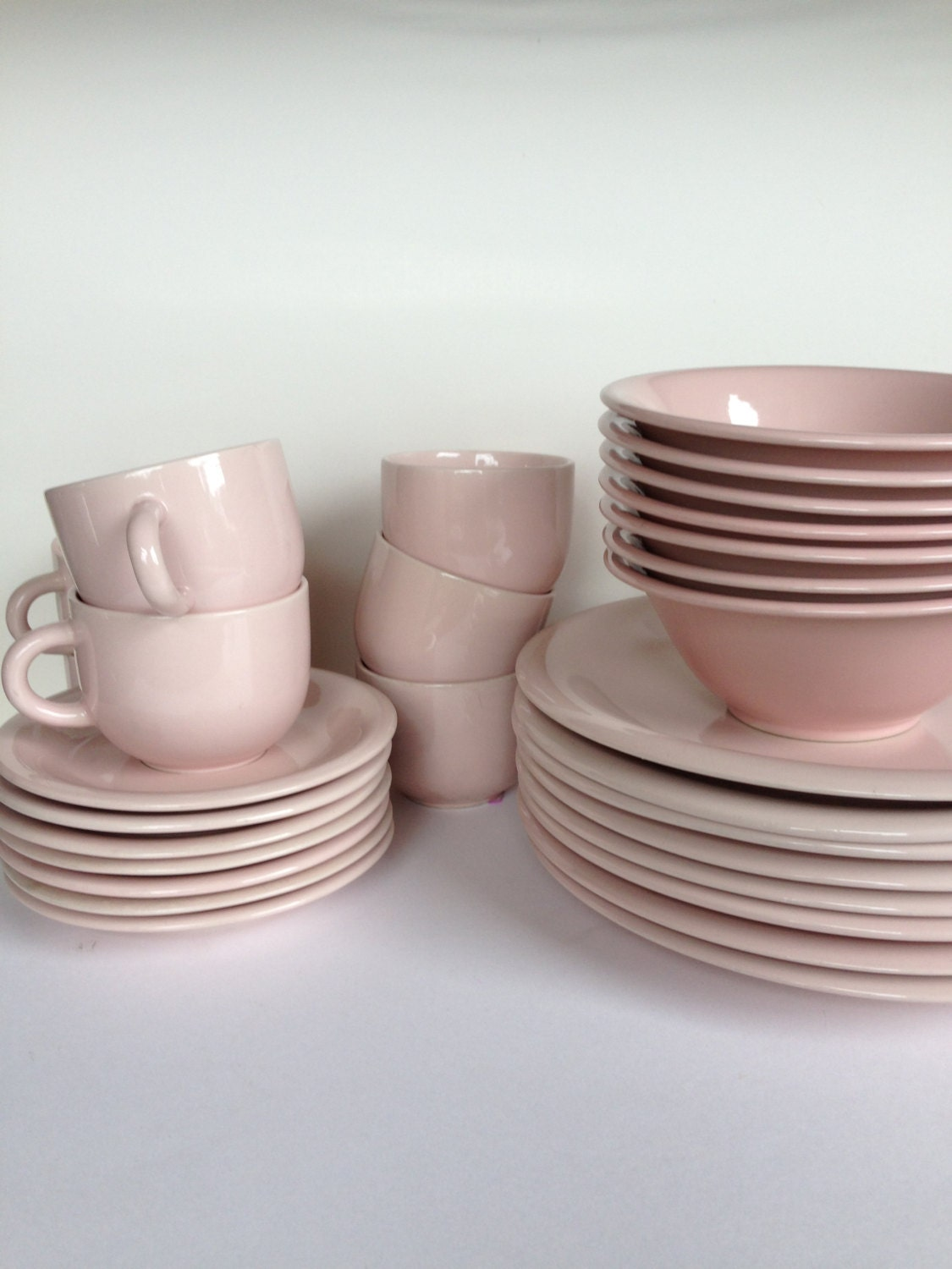 mid century pink stoneware dinnerware set for by. Black Bedroom Furniture Sets. Home Design Ideas