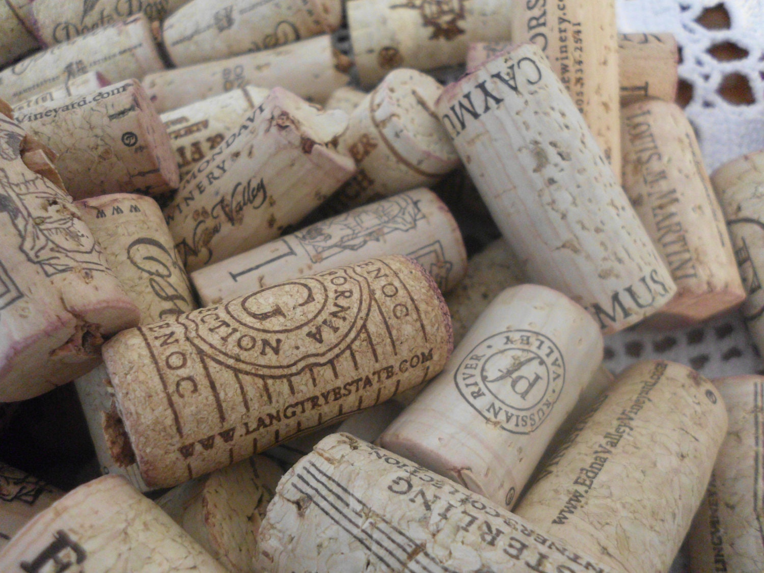 Used wine cork craft supplies home wedding by elegantseashore for Wine cork crafts for weddings