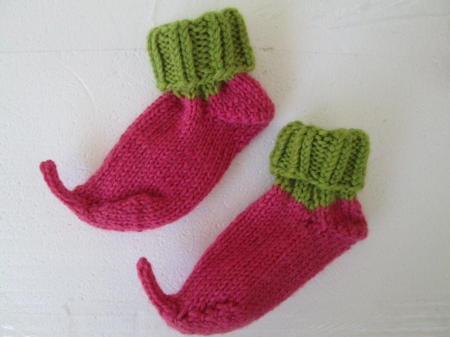 free crochet patterns: crochet elf slippers - crafts ideas