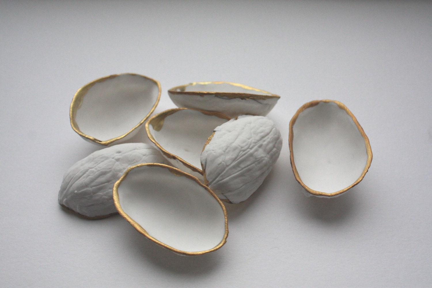 Stoneware walnut shells from English fine bone china and mat real gold - madebymanos