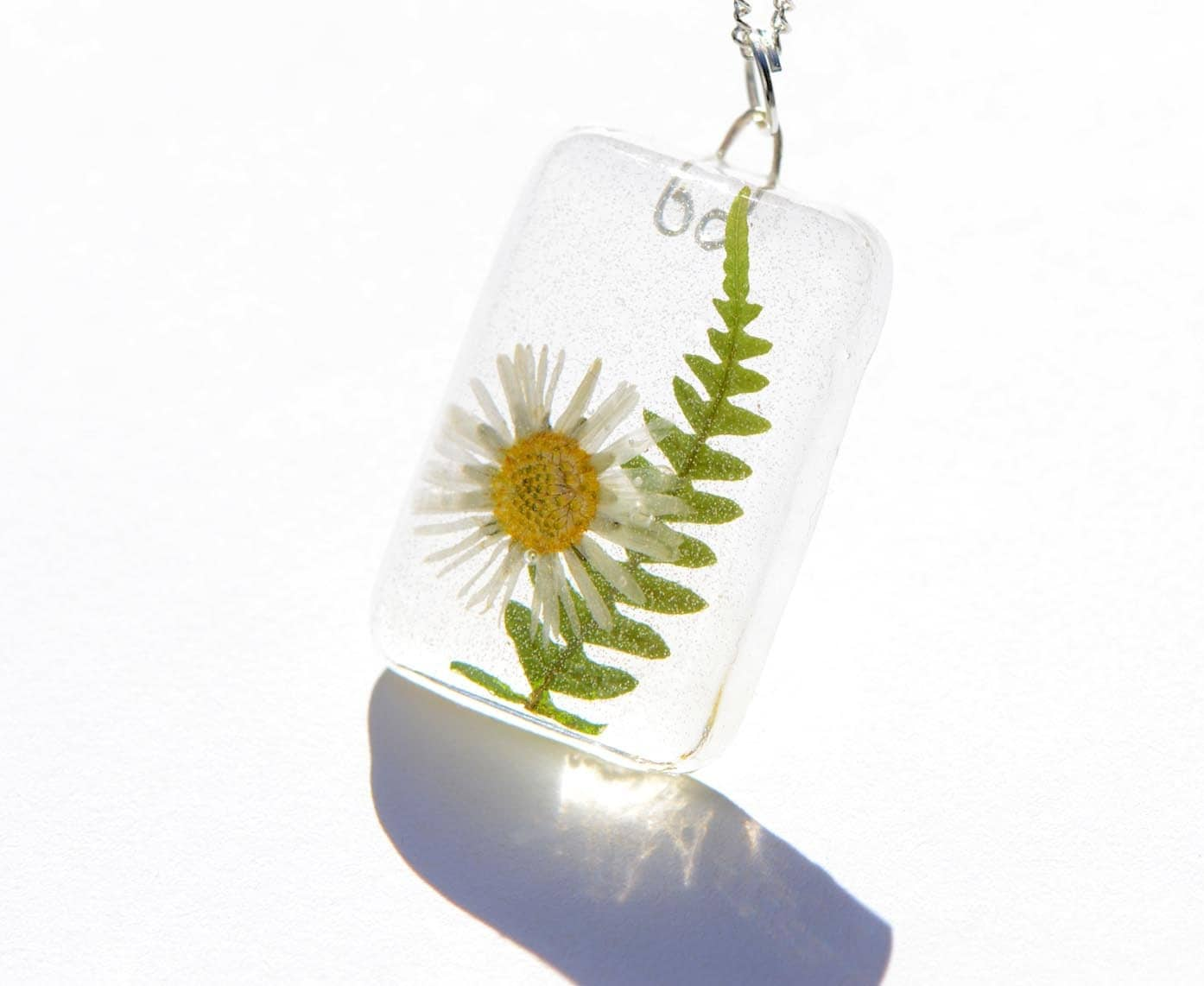 Romantic pendant real daisy flower necklace white English flower woodland resin pressed flower jewelry Spring sunshine green nature fresh - OrioleStudio