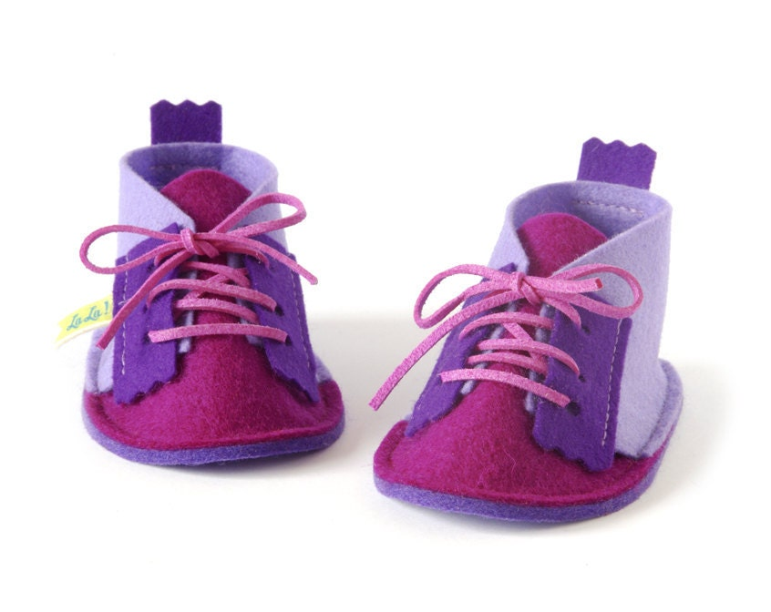 Baby shoes for girls in Lavender, magenta & purple, newborns soft sole booties, infant house slippers in pure wool - LaLaShoes