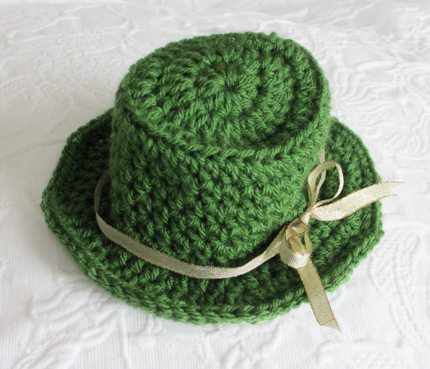 Crochet Pattern Leprechaun Hat : Items similar to Leprechaun Top Hat Crochet Pattern ...
