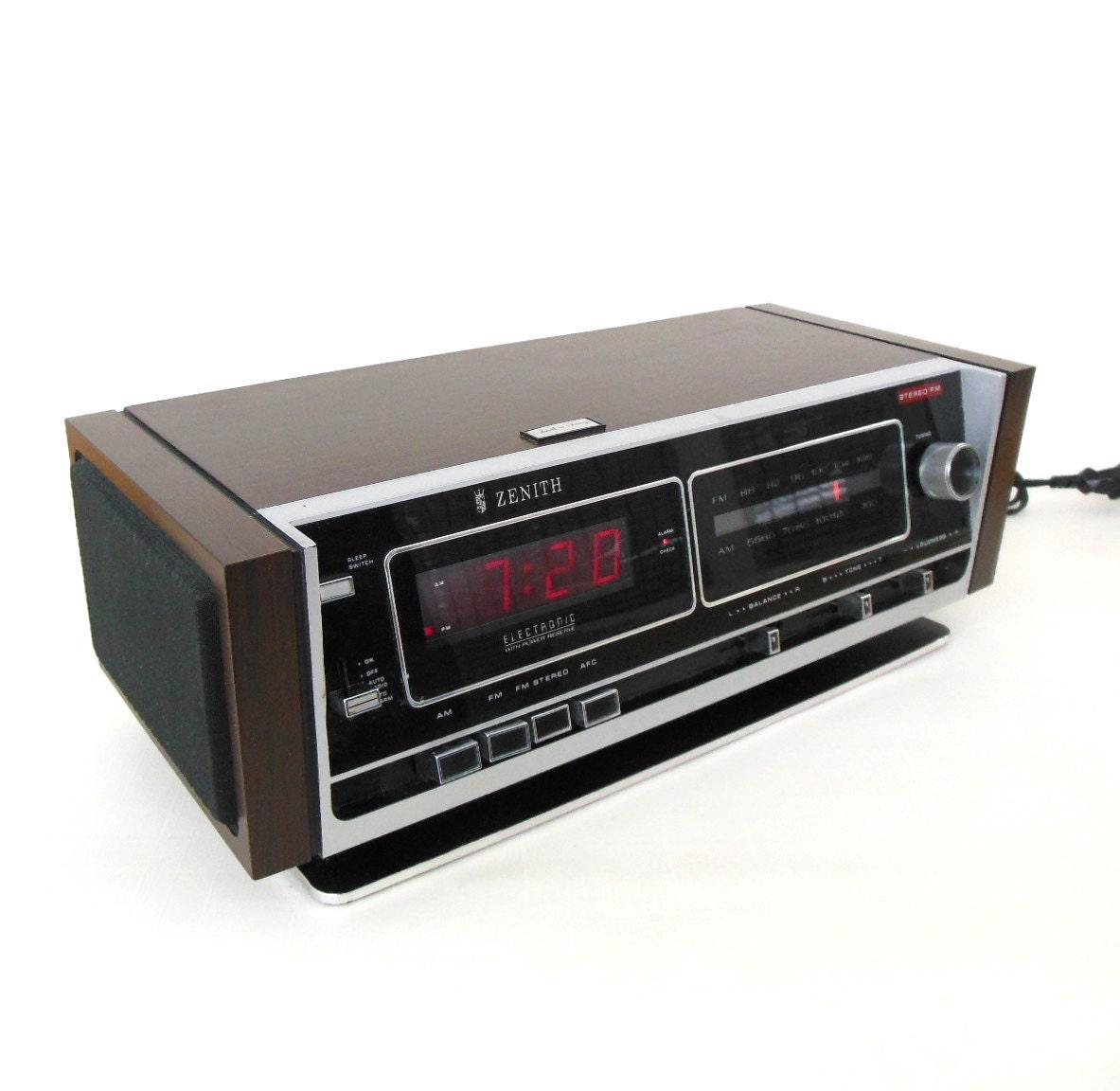 zenith digital clock radio alarm 1970s vintage by. Black Bedroom Furniture Sets. Home Design Ideas