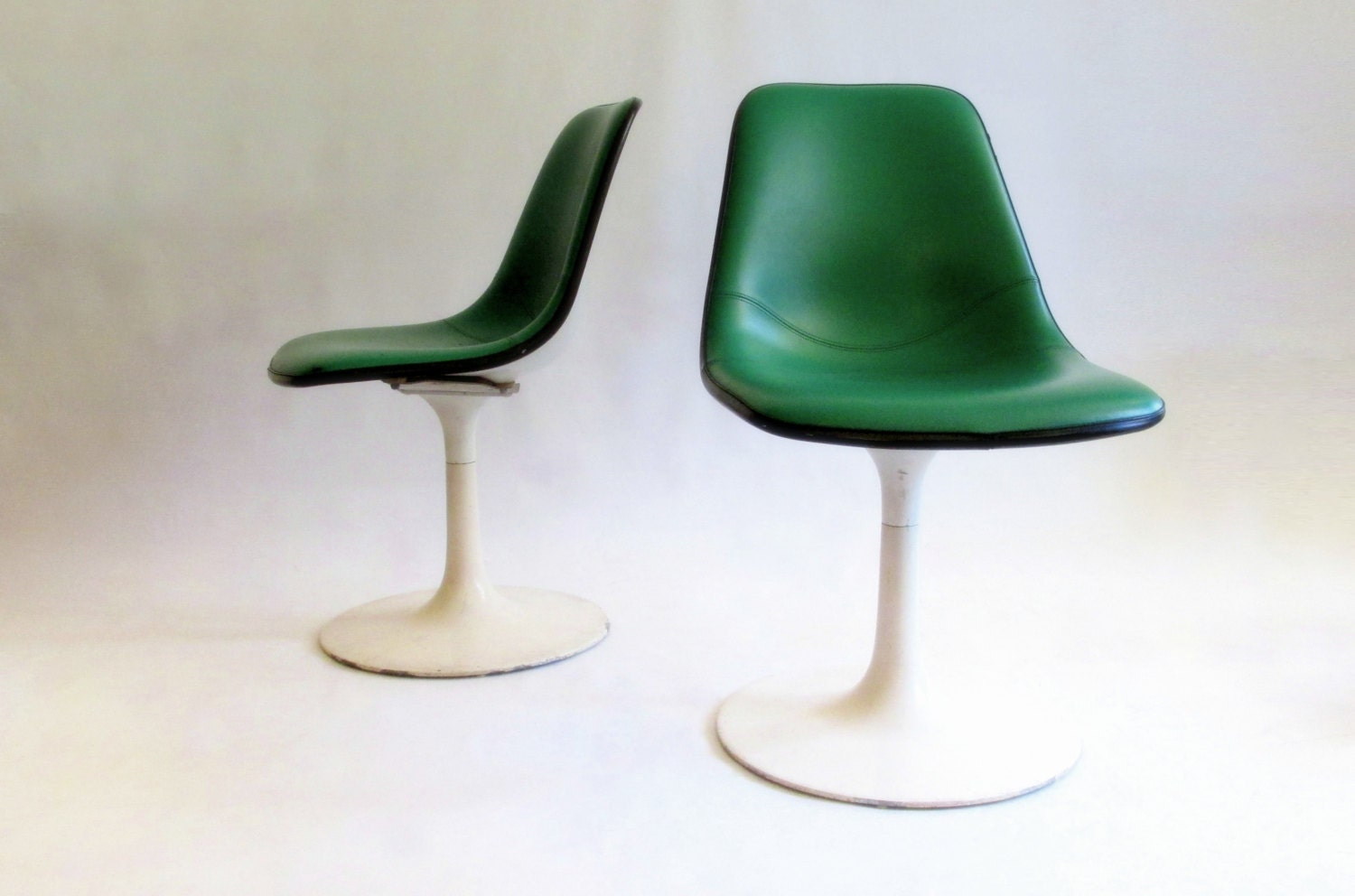 Green Fiberglass Pedestal Chair. Mid Century. Tulip Chair. Naugahyde. Krueger Metal Products. Eames Era 1 of 2 - owlsongvintage